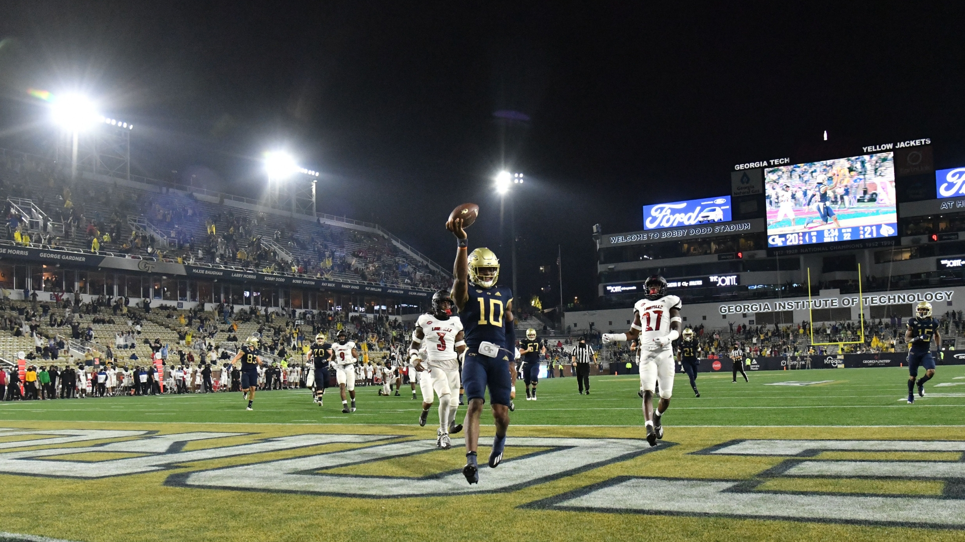 Friday Night Delights Georgia Tech Puts On Flashy Show Vs Louisville